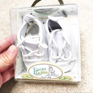 New in box Baby Deer white crib shoes 3-6 month